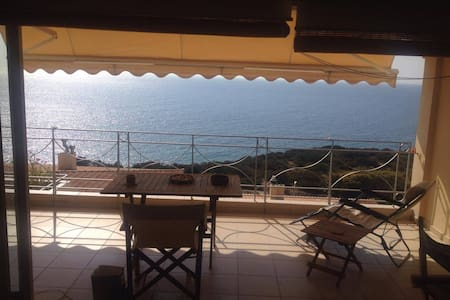 Beautiful apartment by the sea with amazing view - Saronida
