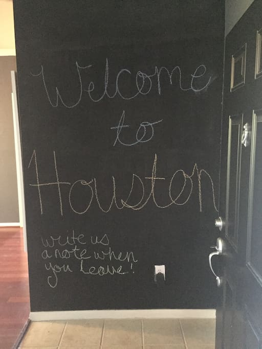Kid (& adult!) friendly chalkboard wall in entrance.