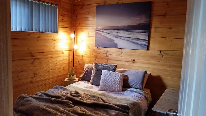 Queen bed comfy with electric blanket