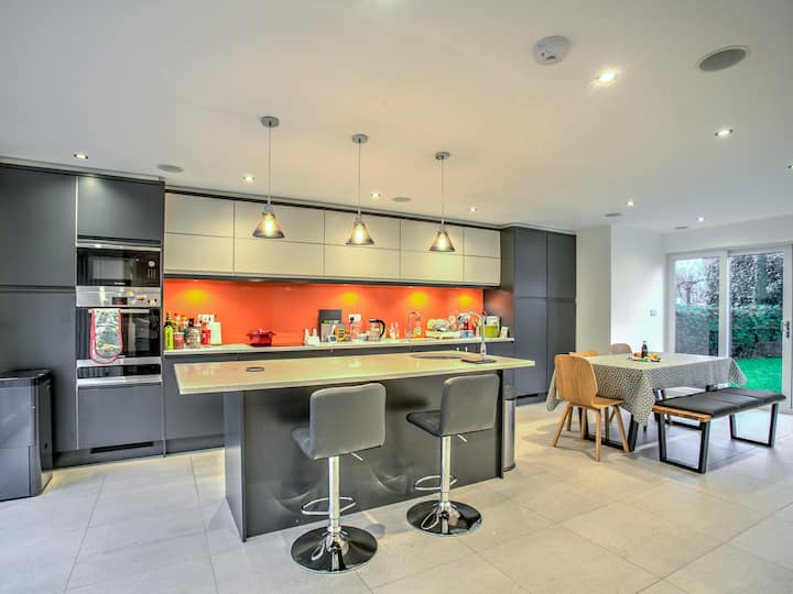 Modern massive family home South Manchester!