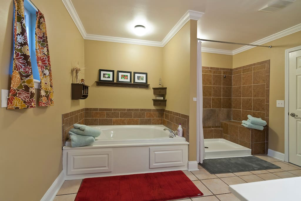 Bath with Large Jetted Tub
