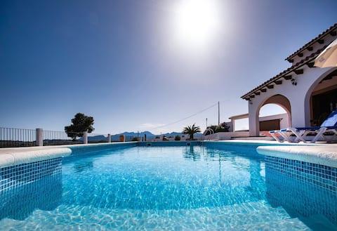 Nice family villa. Open ocean views