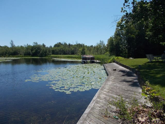 RIVERDALE HIDEAWAY: Manistique Vacation Home-3 bedrooms, 2 bathrooms,