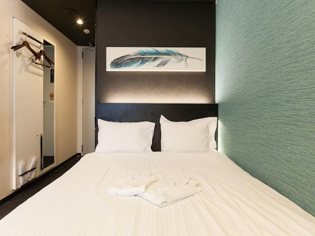 3 Star Hotel! Excellent location! Double room with free wifi ♦Non-smoking♦