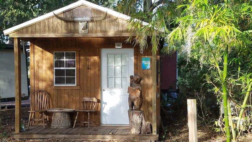 SunShine Ranch Wolf Cabin (Farm animals Sanctuary)