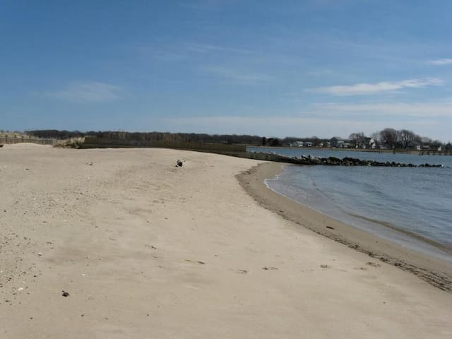 SaybrookManor Beach Home Year-round - Old Saybrook - Dom