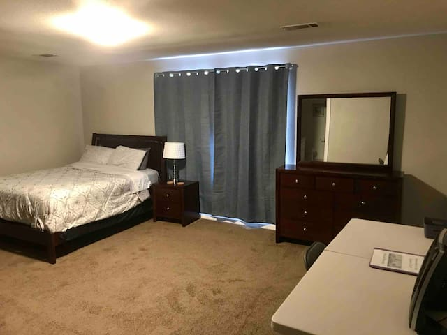 Master Suite/WiFi/cable tv 10min -> CLT/UPTOWN