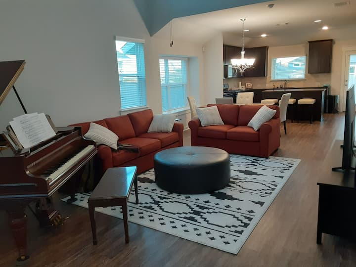 private bed/bath in new home, new braunfels