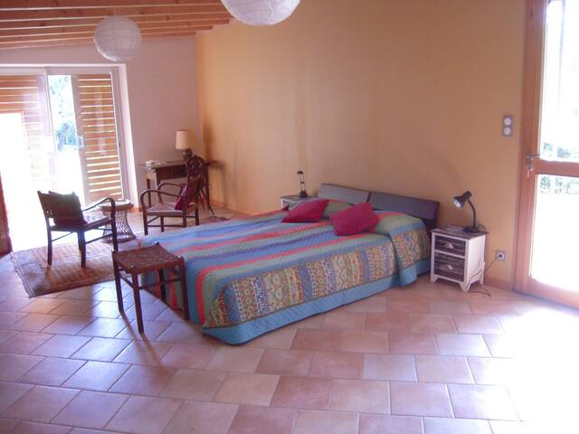 vaste chambre: 33 m2