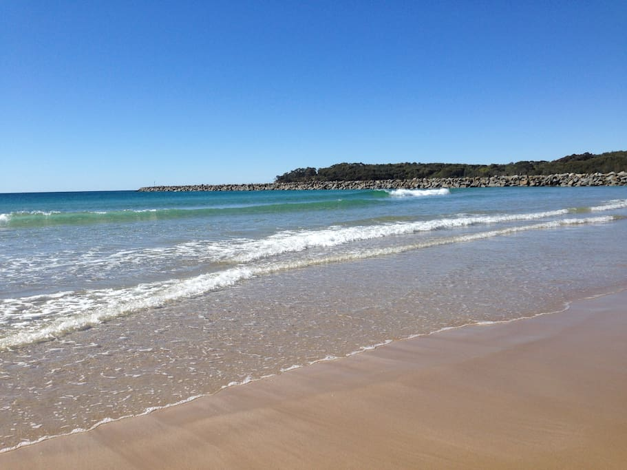 Beaches are close by and the town is walking distance. Moruya is central to Batemans Bay and Narooma, a great base to explore the Eurobodalla area.https://a0.muscache.com/im/pictures/b99b5d8b-8669-42dc-9fb7-42693a9fahttps://a0.muscache.com/im/pictures/b99b5d8b-8669-42dc-9fb7-42693a9faf3f.jpg?aki_policy=x_mediumf3f.jpg?aki_policy=x_medium