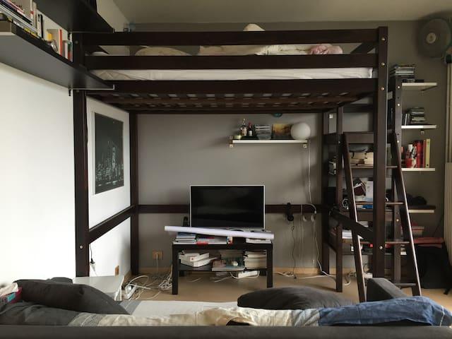 paris studio 25 m2 appartements louer neuilly sur seine le de france france. Black Bedroom Furniture Sets. Home Design Ideas
