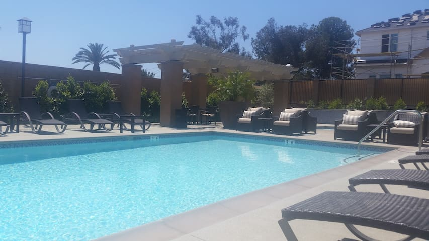 Dog friendly place w/pool. Near LA - Rancho Cucamonga