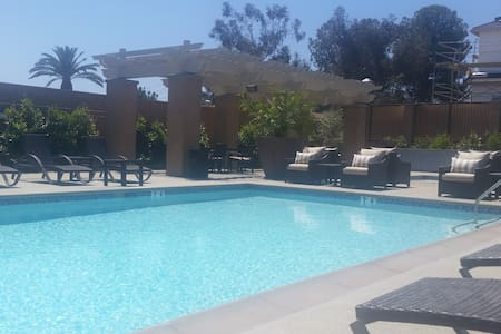 Dog friendly place w/pool. Near LA - 랜초 쿠카몽가(Rancho Cucamonga) - 단독주택