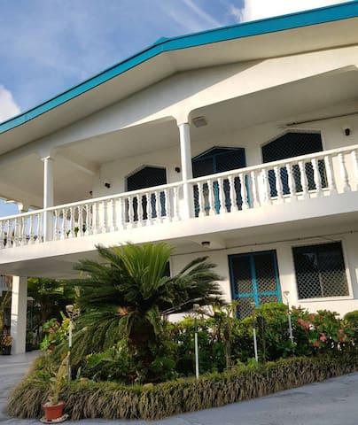 3 Bedroom Seaside Garden Bliss