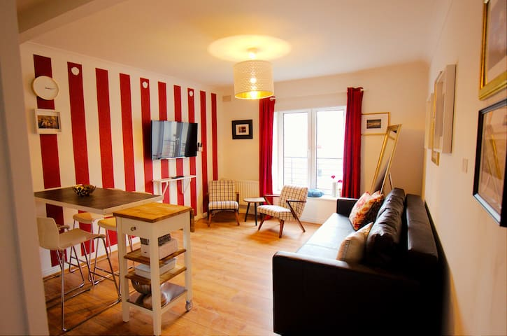 Central and Tastefully Renovated 1BD Apartment