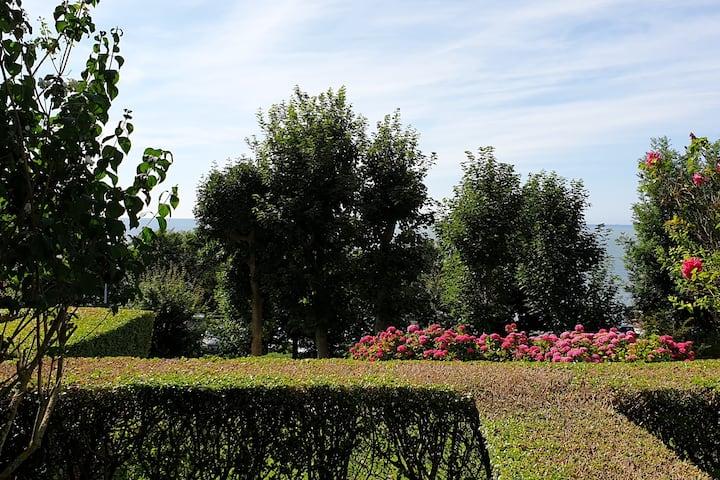 2 pièces vue mer, terrasse & jardin s/parc arboré