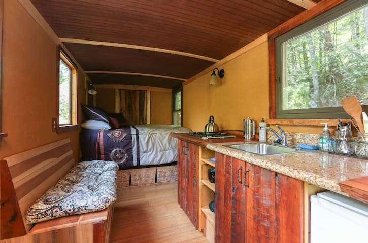 Tiny House in Naturalist & Sustainability Paradise