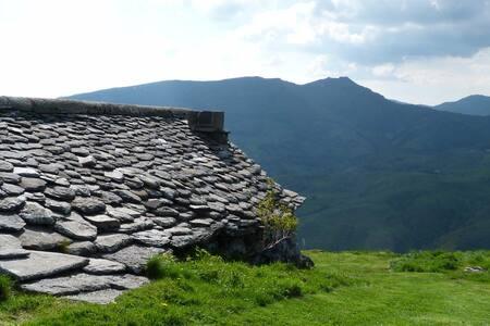 Buron d'Auvergne - La Fumade Vieille - Saint-Jacques-des-Blats