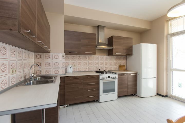 Spacious and comfy 2 BDR flat in city center - Tbilisi - Byt