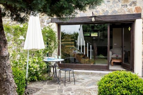 1 bedroom duplex apartment with garden