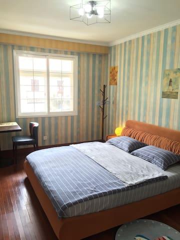 南京夫子庙景区房,2米超大复古大床,25平方大空间,空调双制、蓝牙音响、USB充电,Welcome。