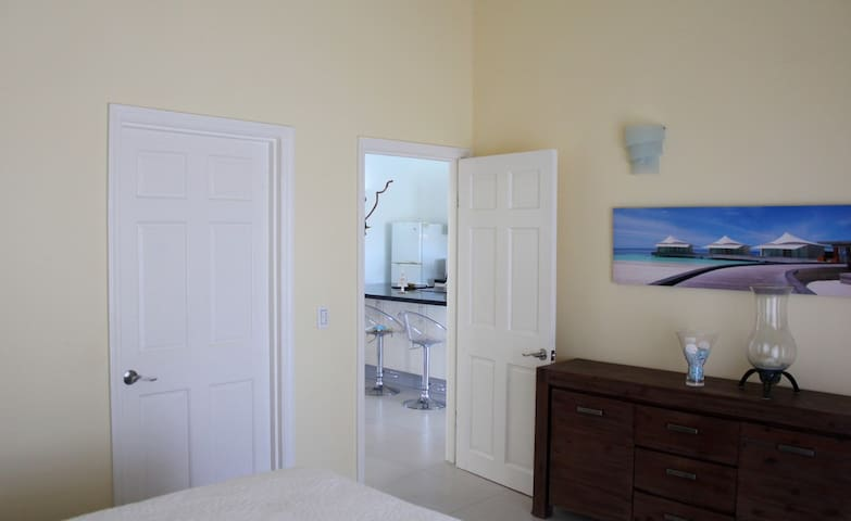 Harmony is a stylish two bedroom apartment for 4 guests. All rooms are airconditioned and the apartment has a comfortable bathroom with warm water shower.