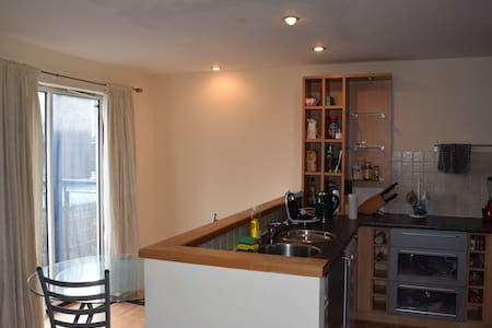 Cosy flat15'walk to town/Bus stop on your doorstep - Manchester