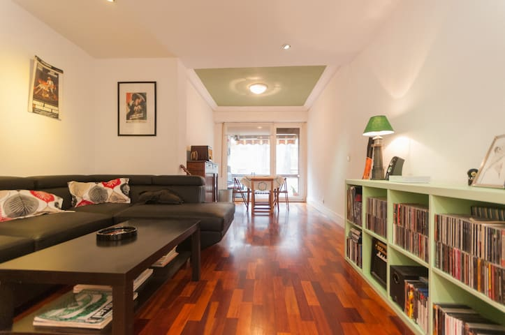 spacious room on the beach - Donostia - Apartamento