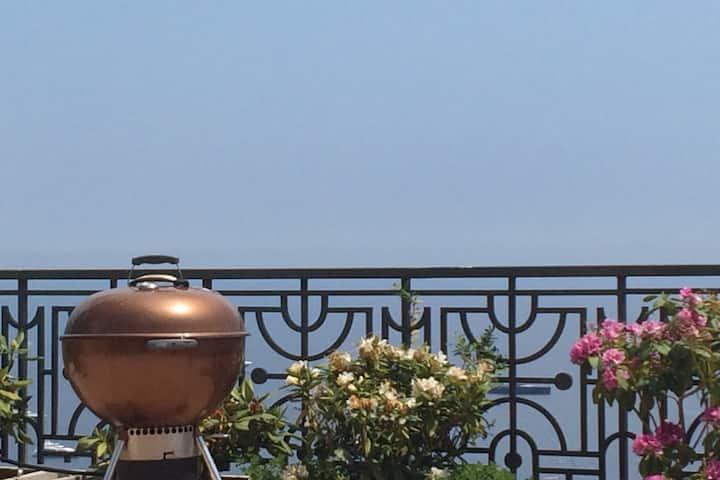 Perfect location in Monaco with sea-views