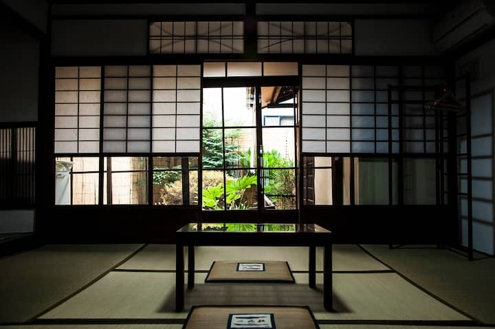 【Near Nijo-castle】TATAMI Room with Garden, toilet.