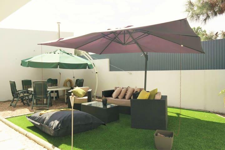 Family Beach Golf Villa - Corroios - 別荘