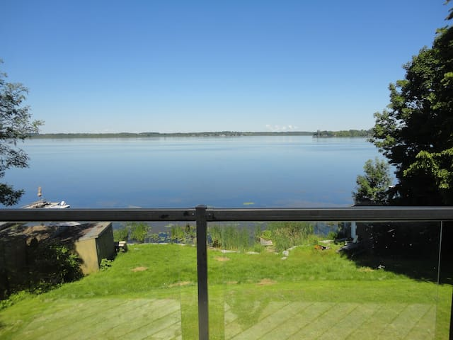 Newly Renovated Water Front House in port perry