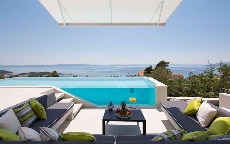 5* luxury family villa