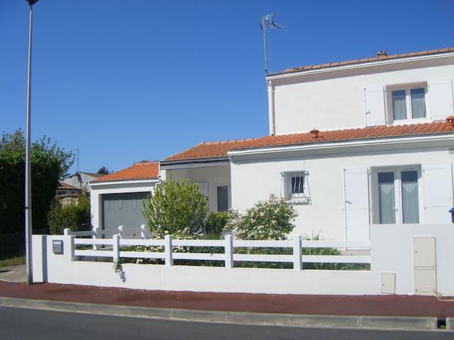 Agréable maison 5 kms de La Rochelle . - Perigny - Ház