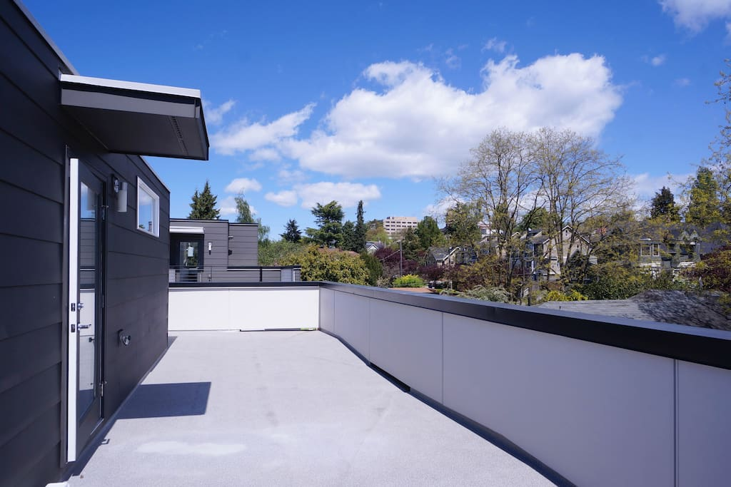 Massive rooftop deck with city view