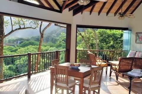 Casa no Condomínio de Iporanga(120m da praia)