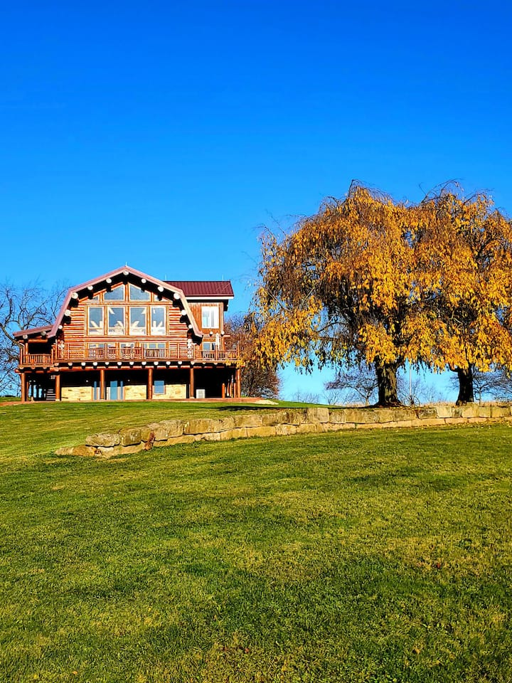 (Uphill Lodge) Luxury log cabin, Amish Country OH