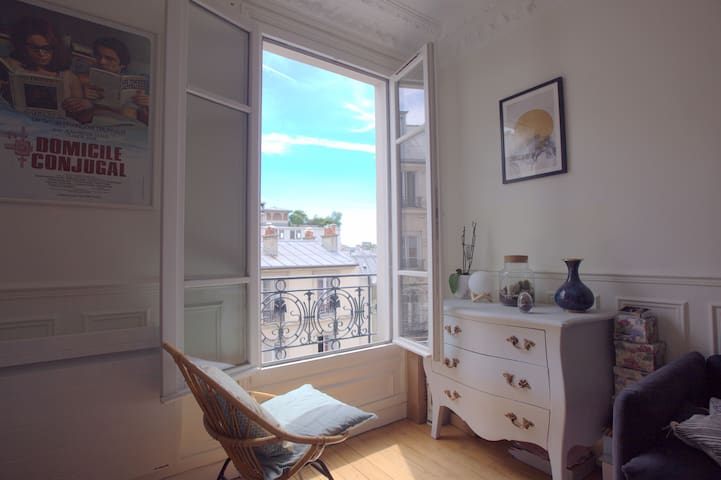 Bright apartment / Belleville-Canal Saint Martin