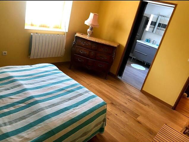 Chambre confort et spacieuse avec salle de bain wc