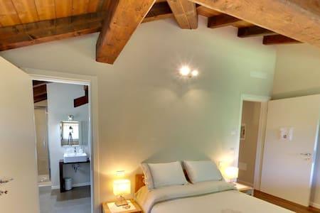 Double Room in Locanda del Toro - Breakfast incl. - Calderara di Reno - Penzion (B&B)