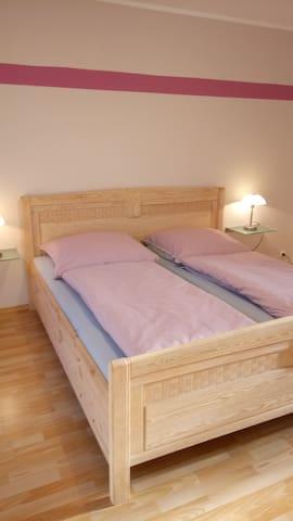Ein Bett für Zwei.