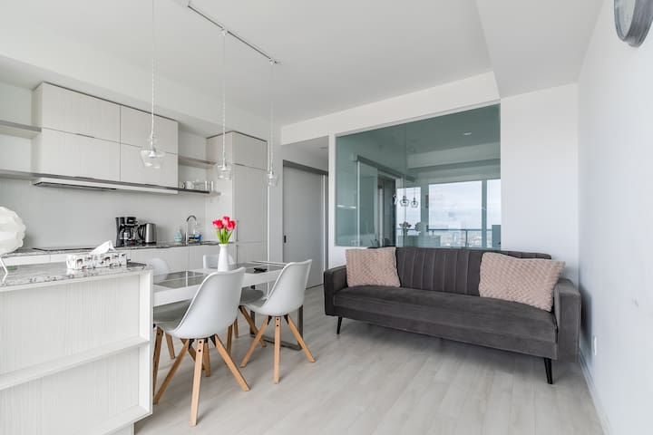 BRAND NEW!!! 40 Floor Modern Condo in the Clouds