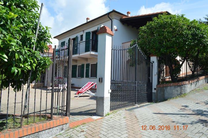 """Appartamento """" Il Pompelmo"""" adatto alle famiglie - Celle Ligure"""