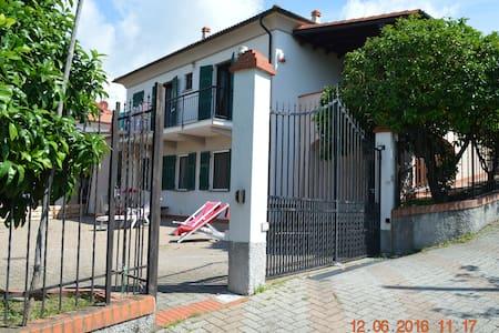 """Appartamento """" Il Pompelmo"""" adatto alle famiglie - Celle Ligure - Byt"""