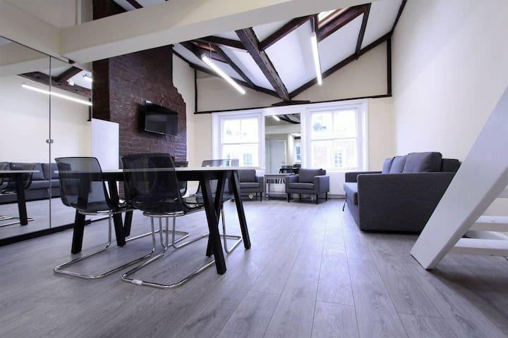 Stunning Loft Apartment In Knightsbridge