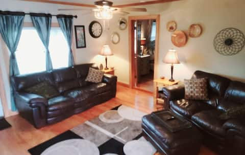 Entire Lakefront Home w/ 2 Bedrooms Deck Boats Gar