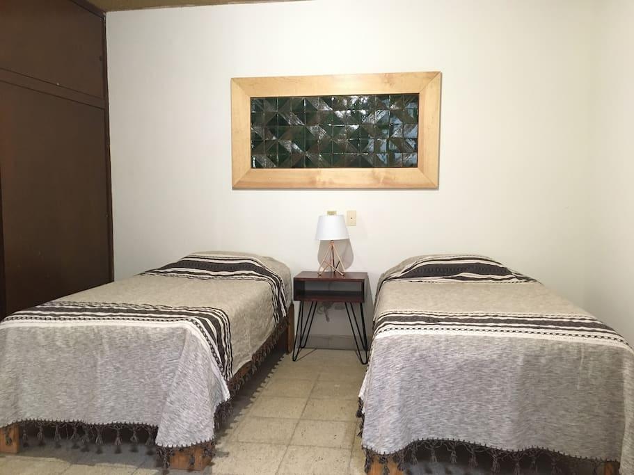 Podemos cambiar las dos camas por una matrimonial. We can switch to one double bed.