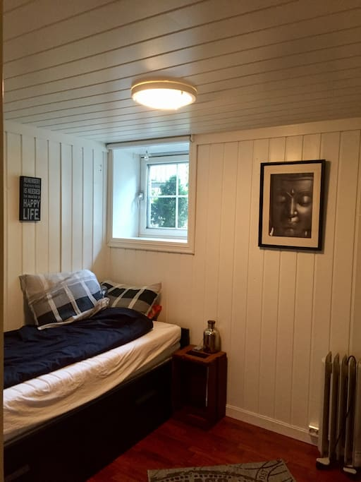 Soverommet, sengen kan trekkes ut til en dobbeltseng.