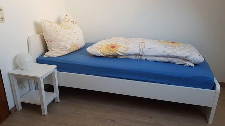 Kleines, feines Zimmer mit Haus in Winnenden