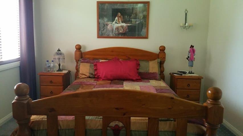 Queen size bed - Allora - Bed & Breakfast